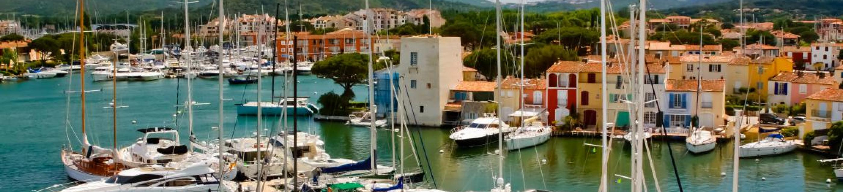 Naviguer à Port Grimaud : ce qu'il faut savoir pour découvrir la cité lacustre en bateau