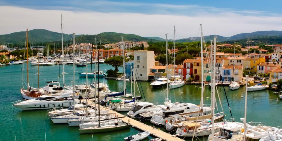 Sailing in Port Grimaud: what you need to know to discover the lakeside town by boat