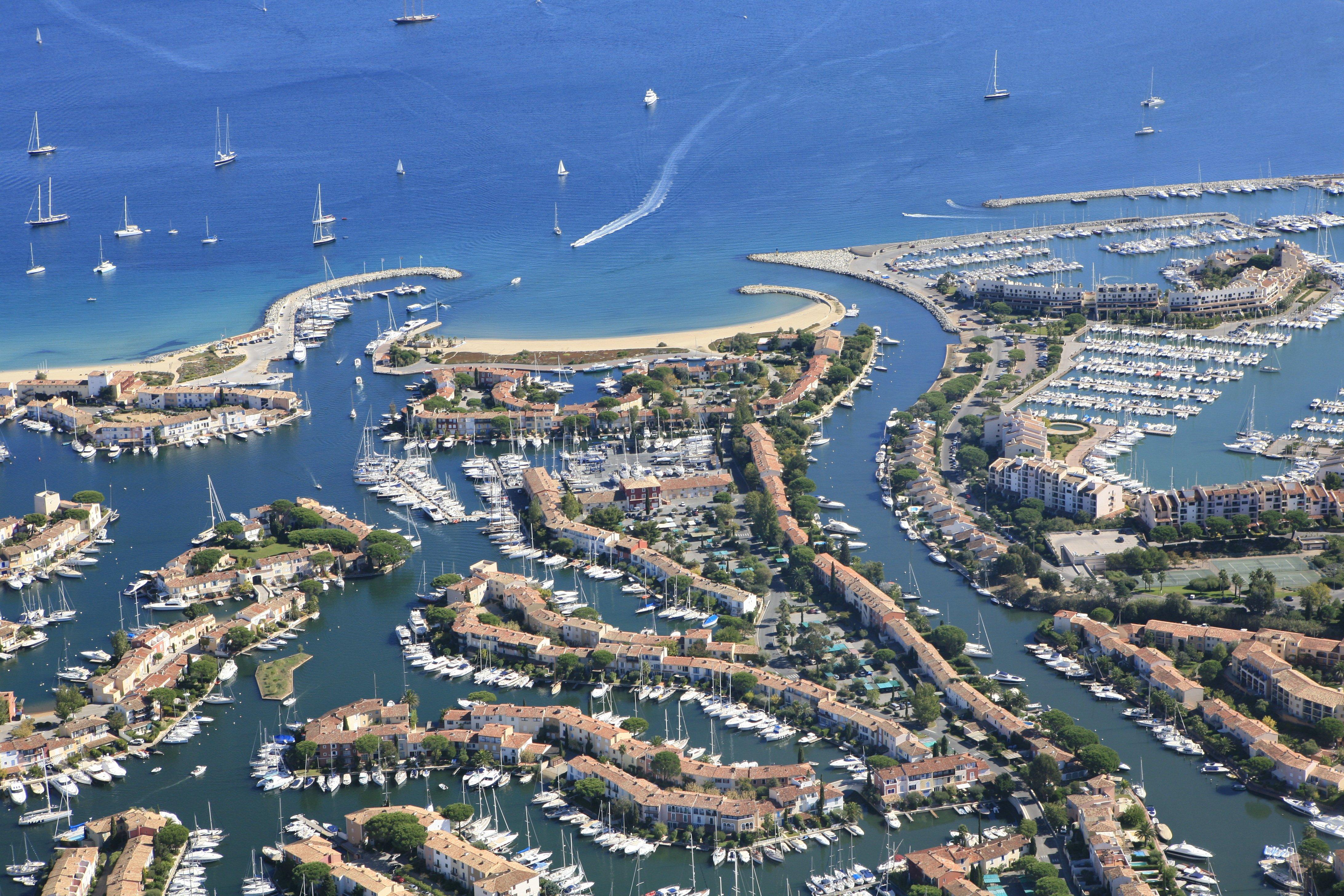 Port Grimaud Un Parc Immobilier Unique Au Coeur De La Riviera - Immobilier port grimaud