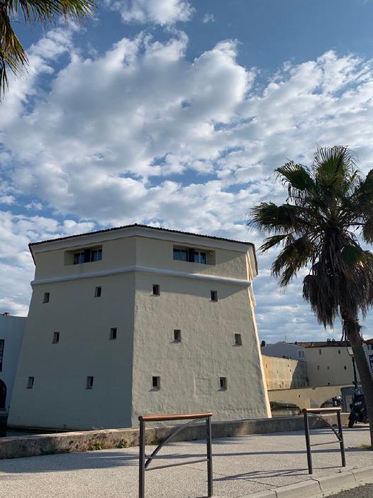Port Grimaud - Logiservice- La tour des célibataires