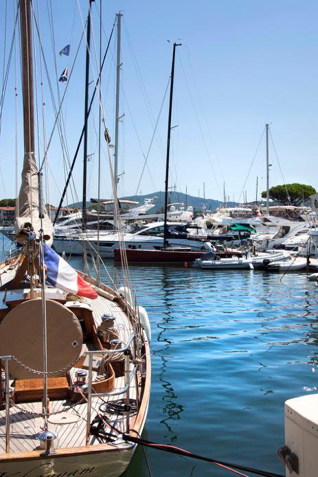 Port grimaud bateau dans la marina - Logiservice