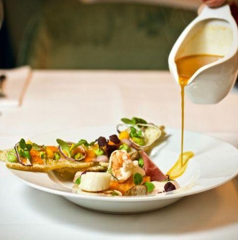 Gastronomy Port grimaud Mediterranean cuisine - Logiservice ©Unsplash