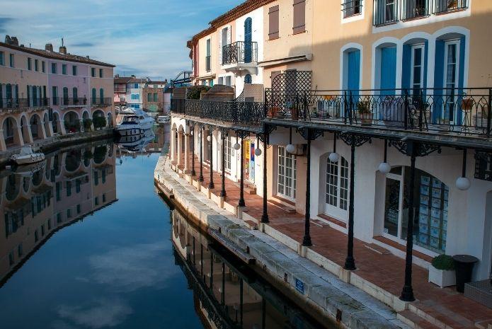 Port Grimaud Golfe de Saint Tropez cité lacustre - Marché Immobilier 2021 - Logi-Service