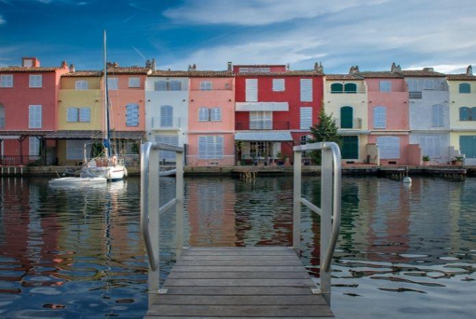 Port Grimaud ponton cité lacustre - Immobilier 2021 - Logi-Service