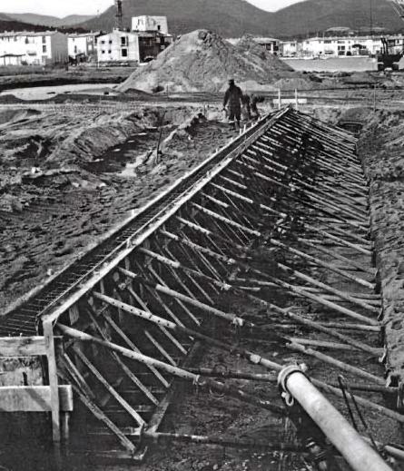 Photo noir et blanc histoire Port Grimaud - Var - Logiservice